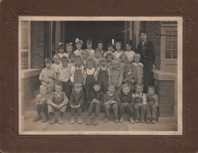 1918-1919 - Green School Class Picture - Louise 3rd row 1st, Marietta 4th row 2nd, and Evelyn 4th row 4th, Voreis